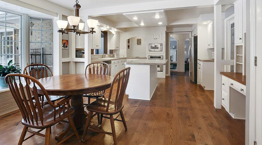 PLANK CHARACTER WHITE OAK STAINED
